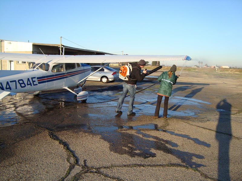 001b-DeIcingPlane_Fresno_20101231.jpg